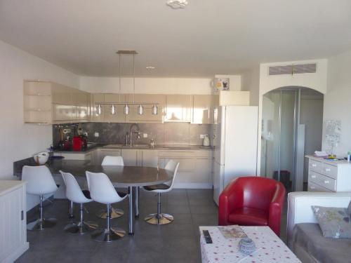Apartment Cours Toussaint Merle Maire : Apartment near La Seyne-sur-Mer