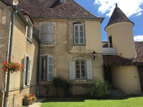 Domaine de Surgy : Hostel near Parigny-la-Rose