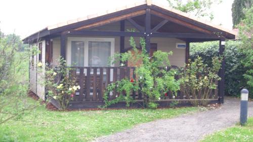 Chalet Le Candy : Guest accommodation near Nègrepelisse