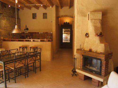 Gite la Tour : Guest accommodation near Cesseras