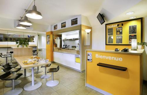 hotelF1 Lille Roubaix Centre : Hotel near Wattrelos
