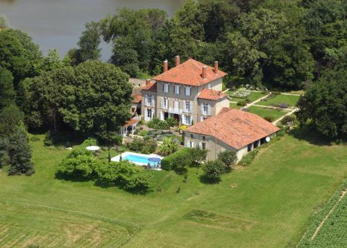 Chateau de Lahitte : Bed and Breakfast near Monguilhem