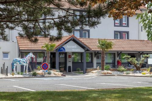 Kyriad Niort : Hotel near Augé