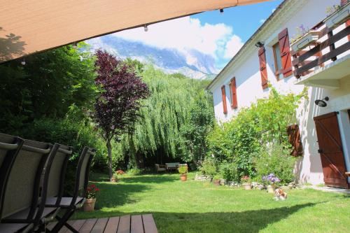 Grande maison aux portes des Ecrins : Guest accommodation near Monestier-d'Ambel