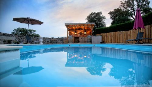 Le Puy Gites & Bed and Breakfast : Bed and Breakfast near Marval