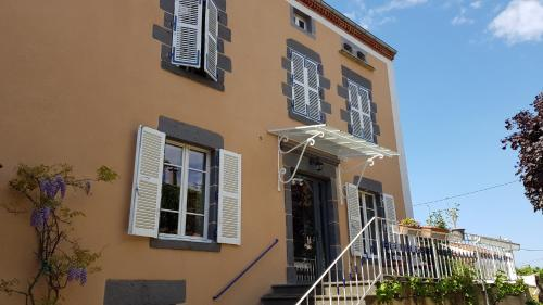 Au Coq Bleu : Bed and Breakfast near Saint-Germain-Lembron