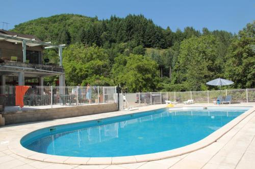 Camping de l'Aiguebelle : Guest accommodation near Saint-Laurent-de-Trèves