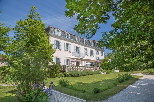 Château Bellevue : Hotel near Lagrange