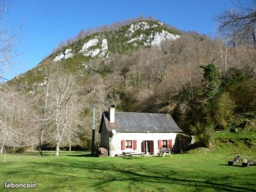 Les chalets de la forêt d'Issaux : Guest accommodation near Bedous