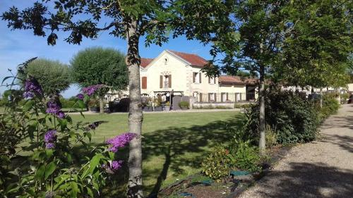 Gites de Cognac : Guest accommodation near Houlette