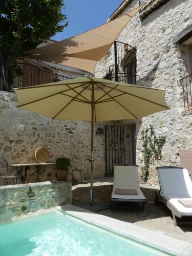 Les Vieux Murs : Bed and Breakfast near Thoard
