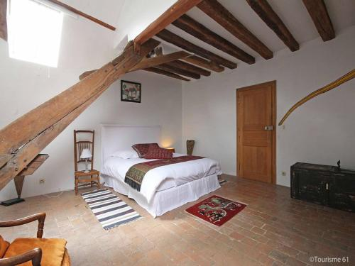 Hotel des Tailles : Bed and Breakfast near Saint-Martin-des-Pézerits