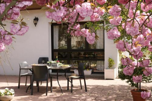 Les Chambres de La Maxe : Bed and Breakfast near Mey