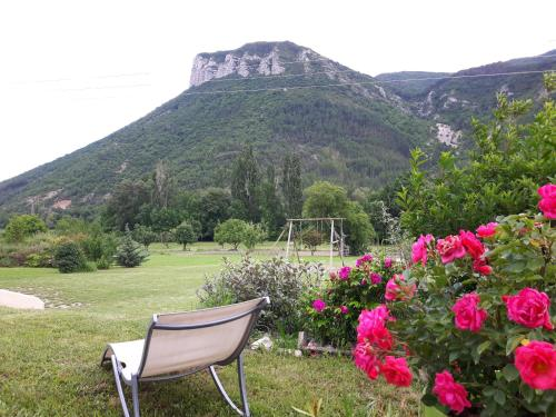 la petite maison 05 : Guest accommodation near Saint-Genis