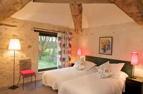 Chambre d'hôtes Les Herbes Folles : Bed and Breakfast near Longperrier