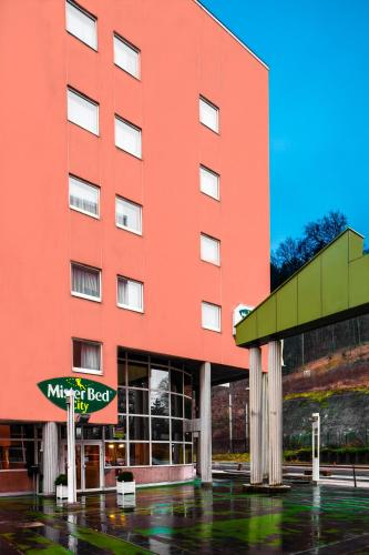 Mister Bed City Centre-Ville Bourgoin-Jallieu : Hotel near Bizonnes
