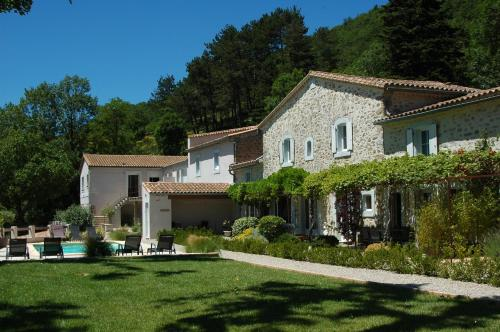 Les Jardins de Soulane B&B : Bed and Breakfast near Missègre