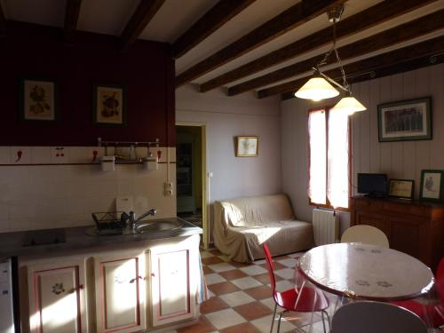 Appartement Terrasson : Apartment near Saint-Philippe-d'Aiguille