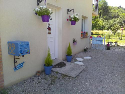 Douce vallee : Bed and Breakfast near Larrivoire