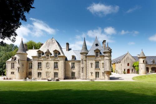 Chateau de Servigny : Guest accommodation near L'Étang-Bertrand