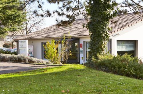 Campanile L'Isle d'Abeau - Bourgoin Jallieu : Hotel near Penol