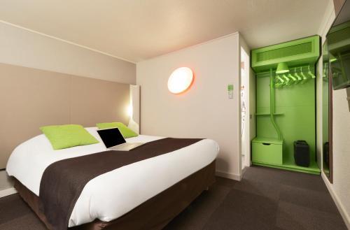 Campanile Hotel Senlis : Hotel near Brenouille