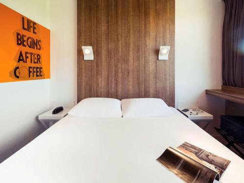 ibis Styles Niort Poitou Charentes : Hotel near Saint-Romans-des-Champs