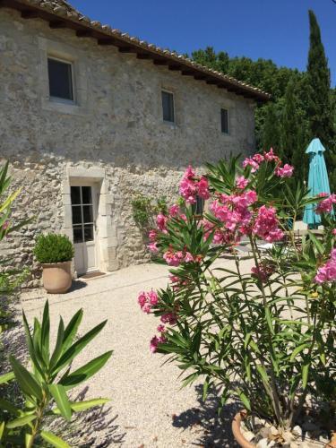 Maison de Charme dans Domaine 17ème : Guest accommodation near Beaucaire