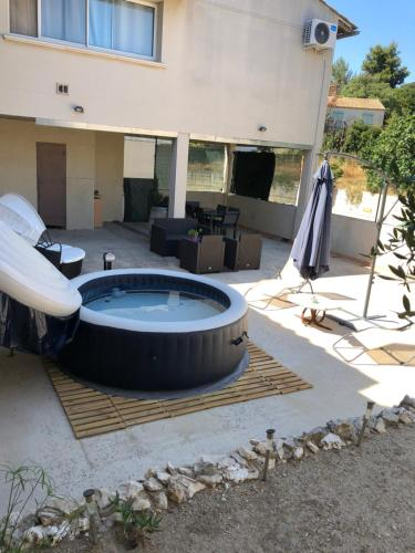 Duplex : Guest accommodation near Beaucaire
