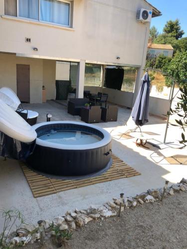 Duplex : Guest accommodation near Saint-Pierre-de-Mézoargues
