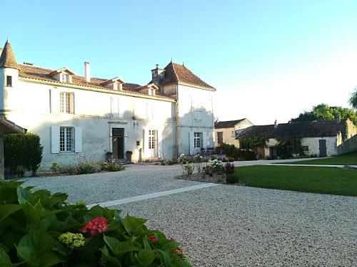 Domaine de Montboulard : Guest accommodation near Puymoyen