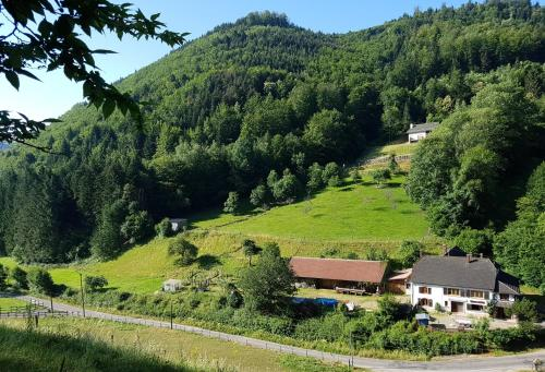 Le Creux Chene : Guest accommodation near Maisonsgoutte