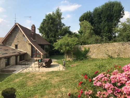 La Source : Guest accommodation near Montagny-en-Vexin