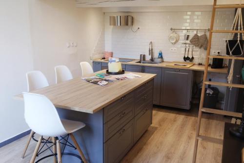 La Suite Cardeurs : Apartment near Aix-en-Provence