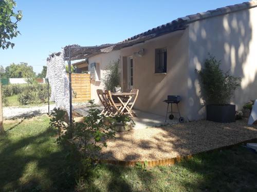 La bastide Floralie : Guest accommodation near Courthézon