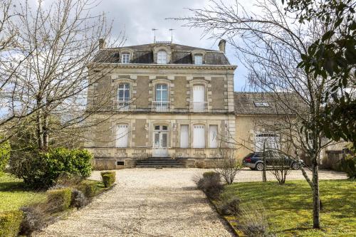 Chambres d'Hôtes du Jardin : Bed and Breakfast near Saint-Savin