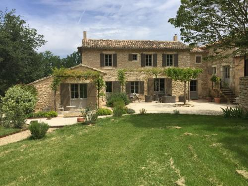 Villa Les Beaumes brunes : Guest accommodation near Beaumettes
