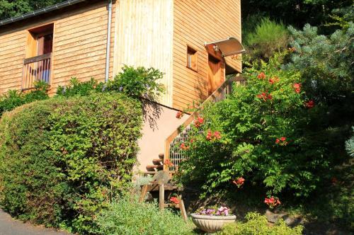 La maisonnette en bois : Guest accommodation near Estaing