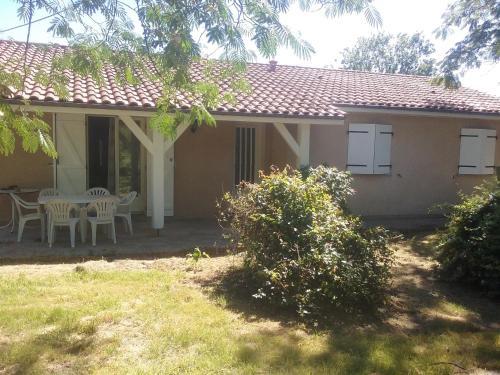 maison dans cadre de verdure : Guest accommodation near Cadarsac