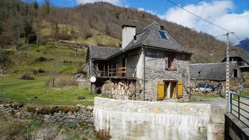 Mountain House with Beautiful Views and Real Fires : Guest accommodation near Cazavet