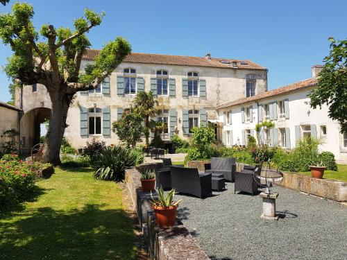 Domaine de Chantageasse : Guest accommodation near Blanzay-sur-Boutonne