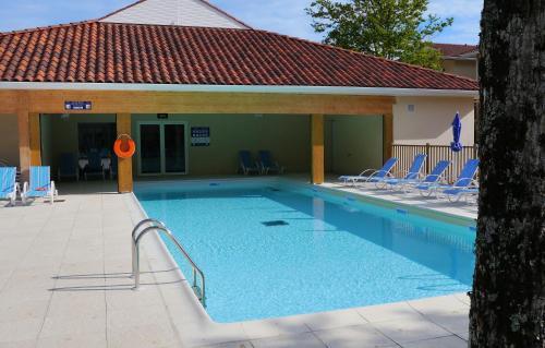 Résidence Odalys Le Petit Pont : Guest accommodation near Hourtin