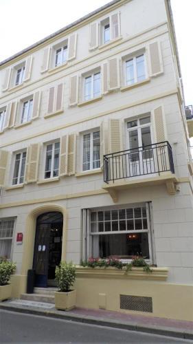 Hotel Le Reynita : Hotel near Trouville-sur-Mer