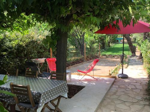 Aniane Maison Renovee avec Jardin et Boulodrome : Guest accommodation near Saint-Saturnin-de-Lucian
