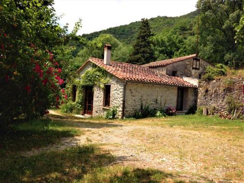 Gîtes Écologiques du Moulin de Galangau : Guest accommodation near Coustouges