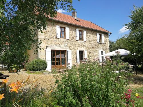 Aux 2 Puys - Gîte et chambres d'hôtes : Bed and Breakfast near Saint-Jacques-d'Ambur