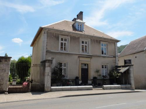 Le Jardin De Gustave : Bed and Breakfast near Mérey-sous-Montrond