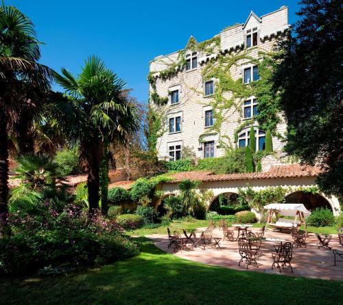 Château De Riell : Hotel near Escaro