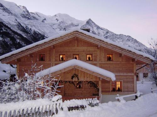 Chalet Altitude 1057 : Guest accommodation near Chamonix-Mont-Blanc