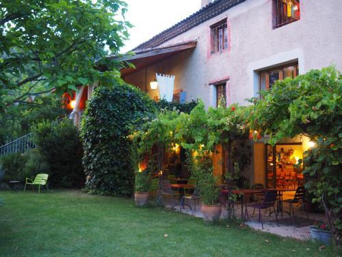 Au Rêve Chatoyant : Guest accommodation near Souspierre
